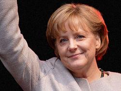 Рабочий график Меркель не позволяет ей посетить матч Евро-2012