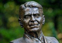 памятник Рональду Рейгану