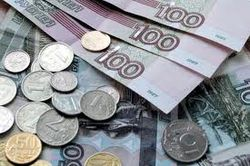Курс доллара упал, а евро укрепился к российскому рублю