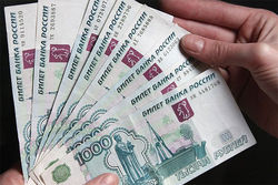 Российский рубль ослаб по отношению к евро и доллару