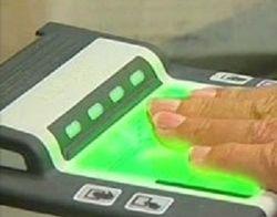Через полгода в загранпаспорта россиян внесут «два пальчика»