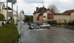Потоп в Париже грозит Эйфелевой башне, - последствия