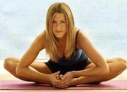 Секретом стройности Дженнифер Энистон является йога