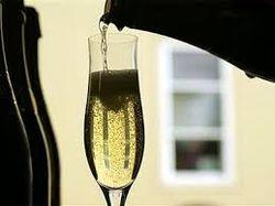 Уроки PR: шампанское положительно влияет на память – ученые