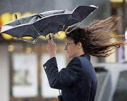 В Украине из-за грозы и шквалов объявили штормовое предупреждение