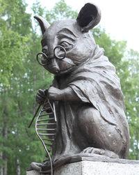 Памятник лабораторной мыши открыли в Новосибирске