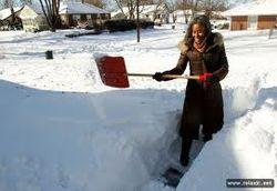 Снегопады в США: кто-то сидит без света, а другие отдались зимним забавам