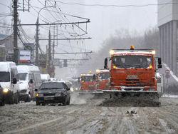 ТОП фото снегоуборщик раздавил Тойоту. Резонансные ЧП в снегопад