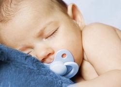 От внезапной смерти младенца спасет... пустышка – ученые