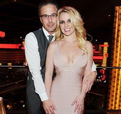 Бритни Спирс помолвлена со своим опекуном?