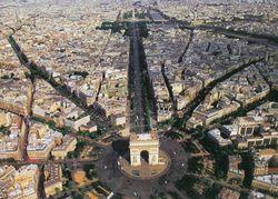 Вид на площадь Шарля де Голля с птичьего полета