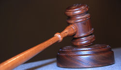 Суд в Канаде за шпионаж для РФ приговорил офицера ВМС к 20 годам
