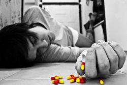 Чем лечить суицидальные склонности – таблетками или психотерапией?