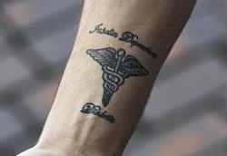 Европа и СНГ перенимают американскую моду на медицинские татуировки