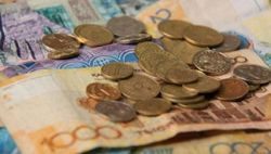 Курс тенге снижается к евро, австралийскому доллару и иене