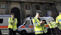 Полицейские патрули вышли на улицы Лондона