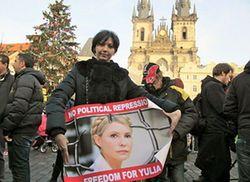 Facebook: баннеры поддержки Юлии Тимошенко в Праге, Амстердаме, Париже