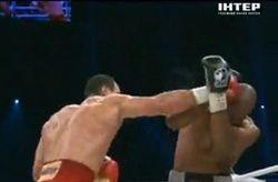 Томпсон не выдержал ударов Кличко, 4 раза побывав на настиле ринге