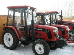Узбекистан купит 300 тракторов из Китая без тендера