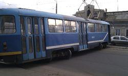 В Риге трамвай сошел с рельс: каковы последствия?