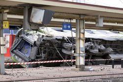 Под Парижем сошел с рельсов пассажирский поезд – последствия