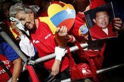 По улицам Каракаса проехал траурный кортеж с телом Уго Чавеса