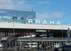 В ангаре пражского аэропорта взорвался пассажирский авиалайнер