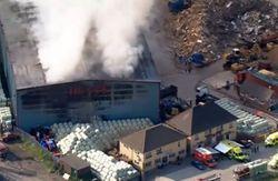 В Лондоне горит 5000 квадратных метров мусорного завода