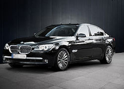 В Москве угнали новенький BMW 750 за 5 миллионов рублей