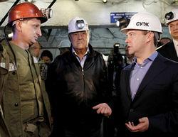 В Сибири Медведев попил кваску и спустился в шахту