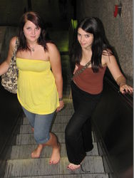 Нравы: Москвичи просят Собянина разрешить ездить в метро… босиком