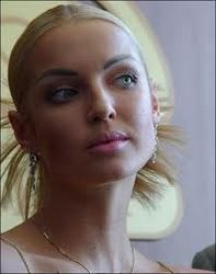 Гузеева раскритиковала Волочкову за фото ню в бане и на острове