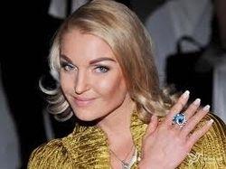 Волочкова рассказала об ограблении и претензиях к экс-супругу
