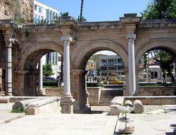 Туристам: Камушки с турецкого пляжа у американца признали контрабандой