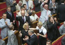 """Ворота дома парламентской """"тушки"""" Кутового избиратели измазали дегтем"""