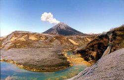 На острове Парамушир проявил активность вулкан Эбеко. Ученые в ожидании