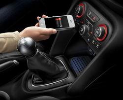 Со следующего года в авто появится беспроводная зарядка мобильников