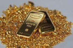 Золото продолжает дешеветь на фоне статистики из США
