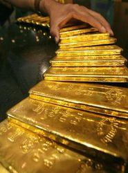 Угроза, нависшая над экономикой США, способствует подорожанию золота