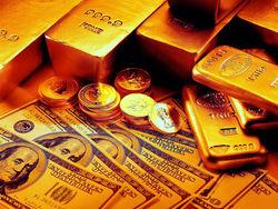 Слабый доллар тянет золото вверх