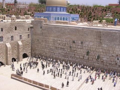 В районе стены плача в иерусалиме