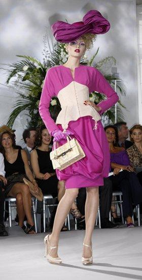 ...в стиле 50-х: шелковые блузы с трусиками и чулками...
