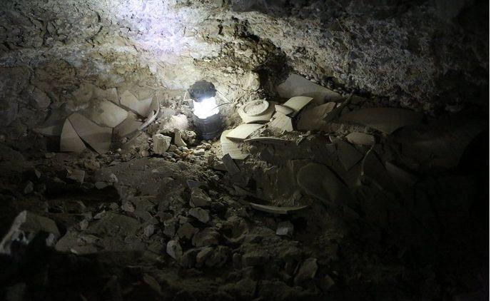 _94237580_cave.jpg