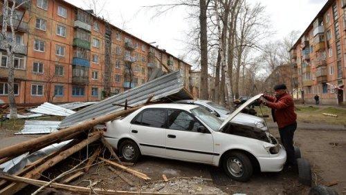 В Новосибирске ликвидируют последствия урагана