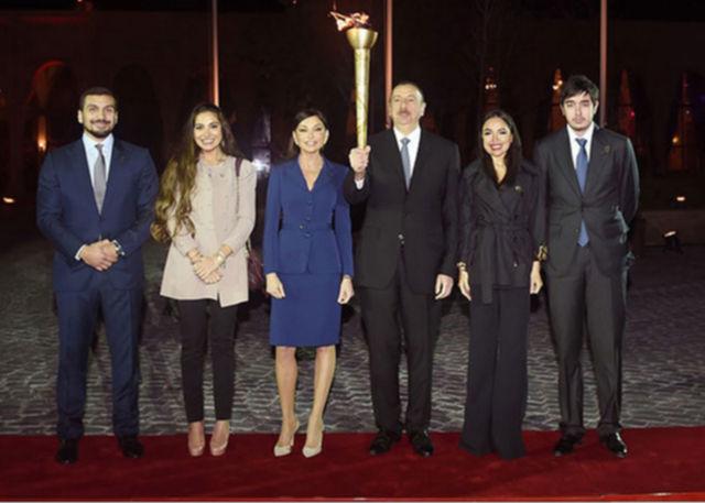 azerbaijani-family.jpg