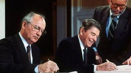 Подписание Договора о ликвидации ракет средней и малой дальности